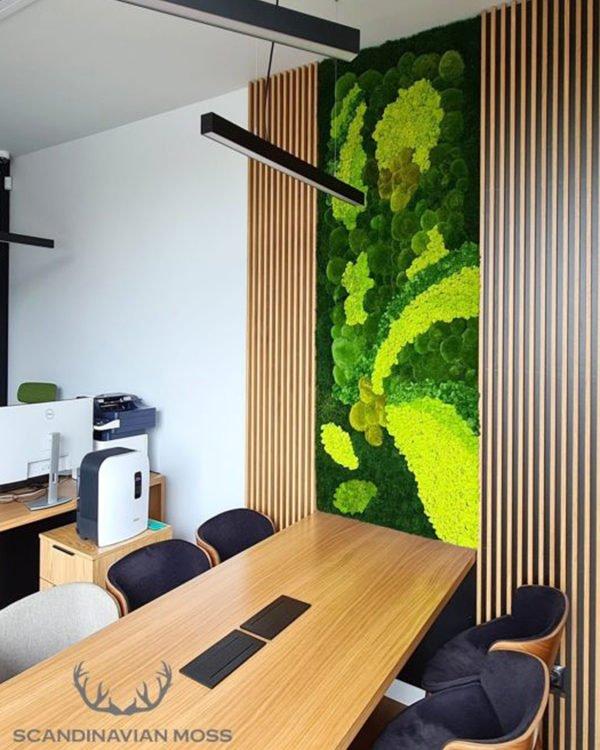 obraz z mchu w biurze