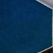 mech-chrobotek-niebieski-sciana